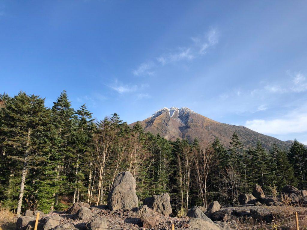 山頂駅からみる日光白根山