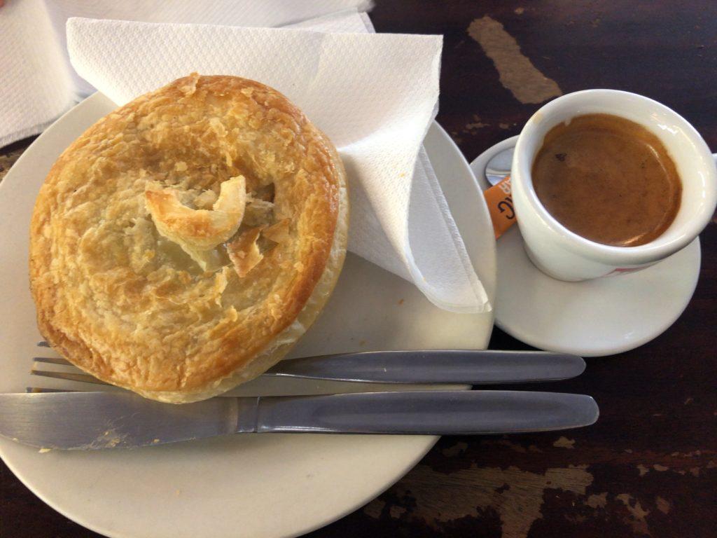 ミートパイとエスプレッソ Meldrum's Bakery Cafe