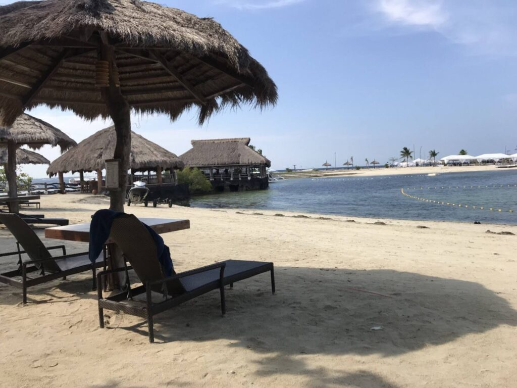 Bluewater Maribago プライベートビーチ