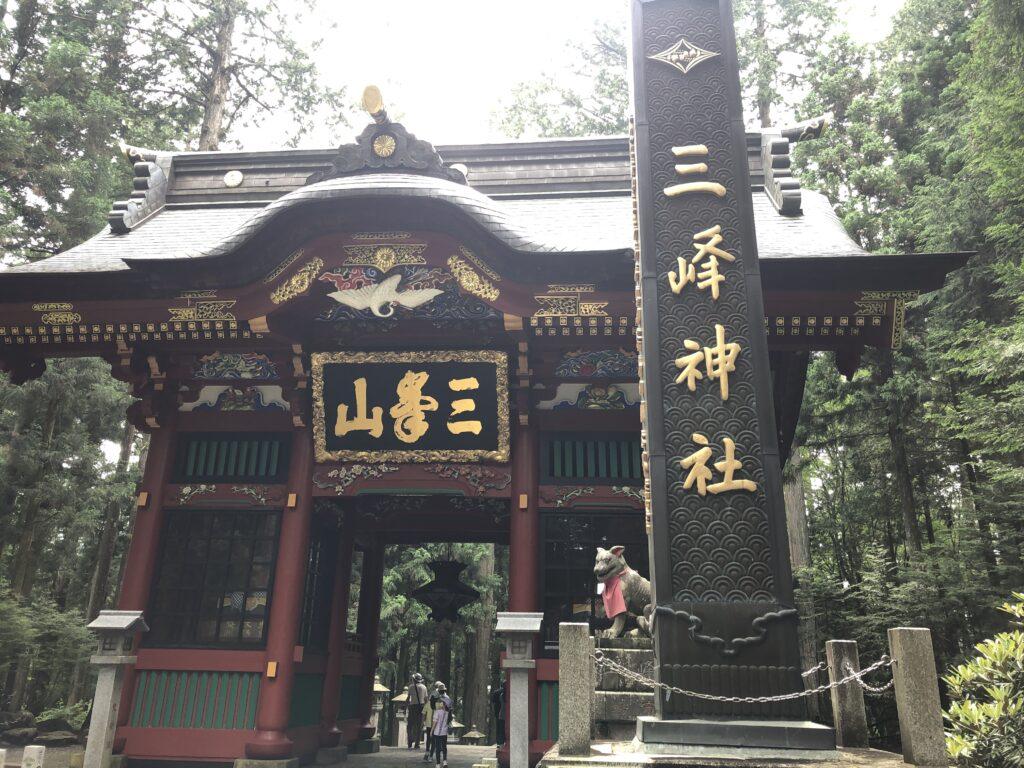 三峯神社 埼玉県秩父市 随身門