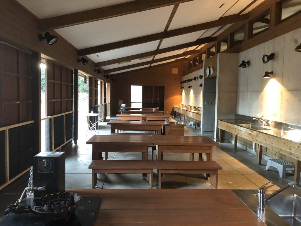 大子広域公園オートキャンプ場 グリンヴィラ 個別サイト AC電源サイト 炊事場 ダイニング
