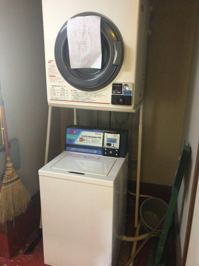 ファミリーオートキャンプ場そうり 沢入 日本オートキャンプ協会認定 お花見キャンプ 管理棟 洗濯機