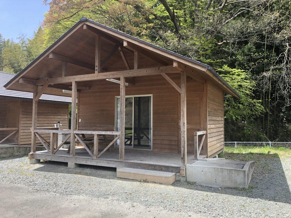 ファミリーオートキャンプ場そうり 沢入 日本オートキャンプ協会認定 お花見キャンプ バンガロー