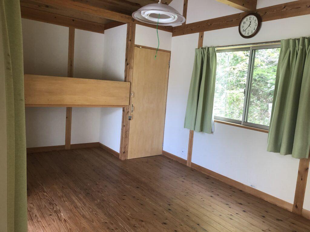 ファミリーオートキャンプ場そうり 沢入 日本オートキャンプ協会認定 お花見キャンプ バンガロー 二段ベッド