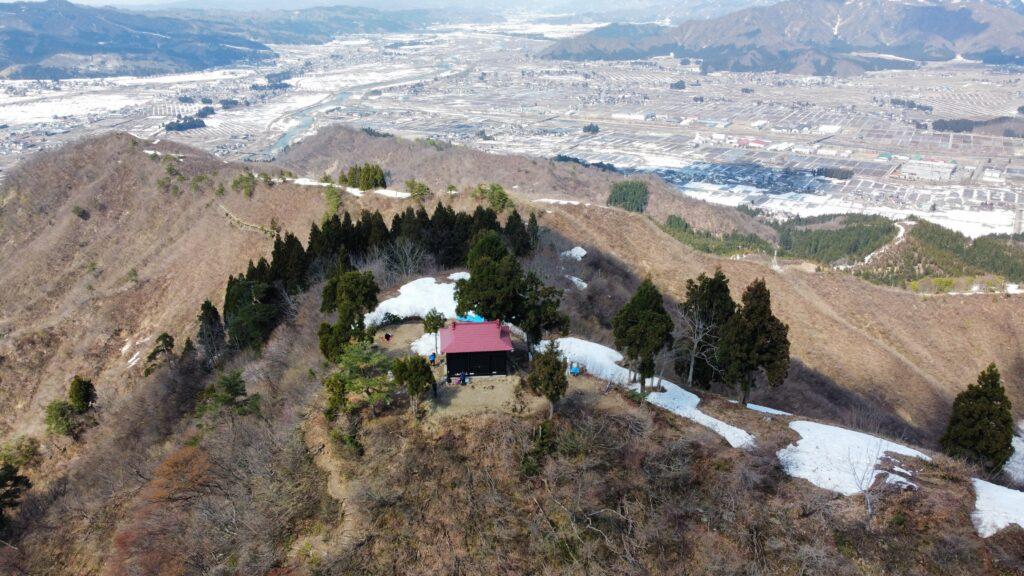 新潟県南魚沼市 坂戸山 かたくり群生地 登山 山頂634m 神社