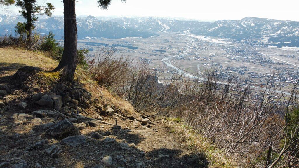 新潟県南魚沼市 坂戸山 かたくり群生地 登山 山頂634m 薬師尾根コース 下山口