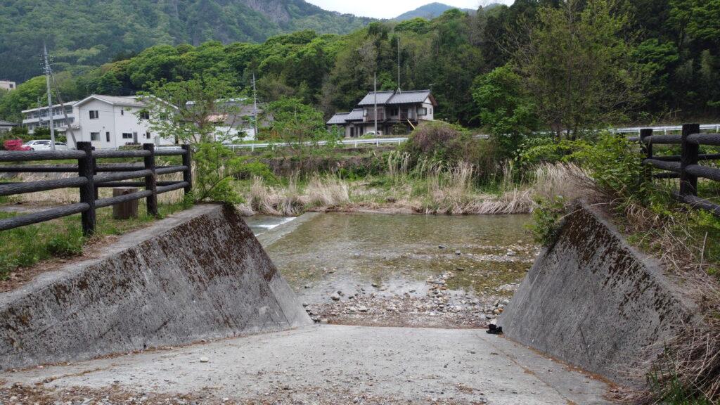 群馬県沼田市 オートキャンプ場 グリーンパークふきわれ  川遊び