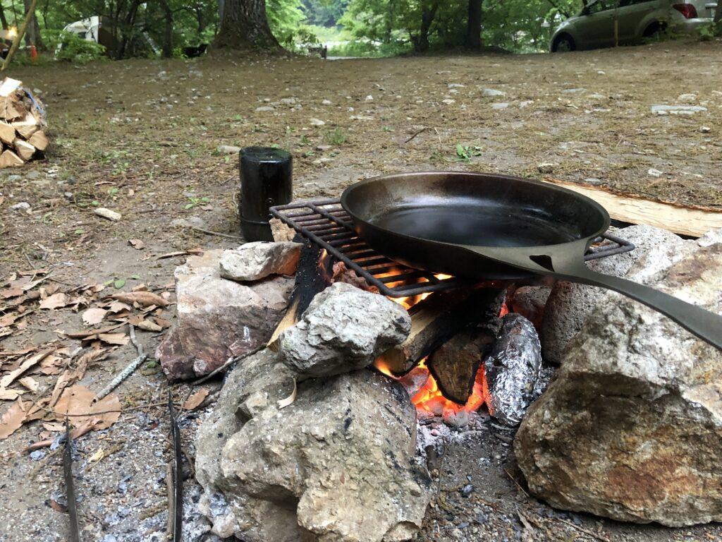 SolidTeknics(ソリッドテクニクス)LightningFryingPan(ライトニングフライパン)焚き火料理