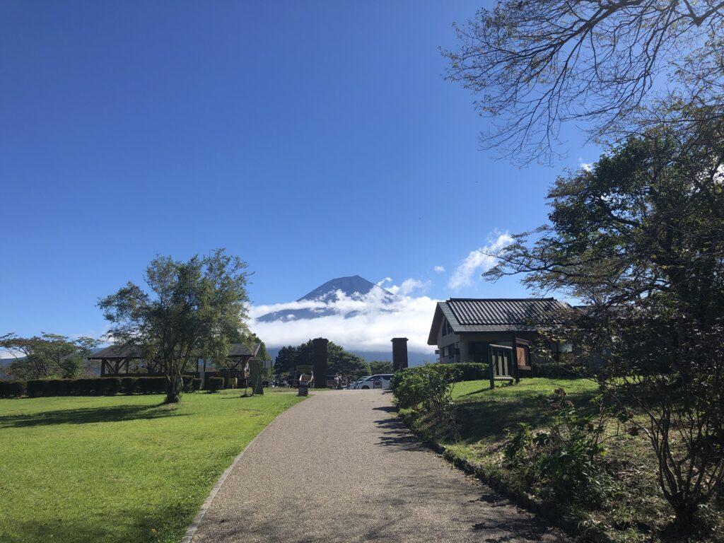 静岡県富士宮市 富士山が目の前に見えるキャンプ場  田貫湖キャンプ場 サイクリングロード